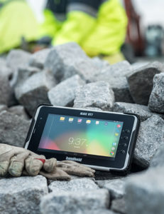 Bildquelle: https://static.handheldgroup.com/globalassets/media/product-images/algiz-rt7/jpg-product-image-393x510/algiz-rt7-rugged-tablet-android-outdoors.jpg